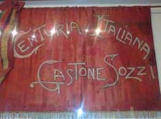 La bandiera della Centuria Gastone Sozzi, primo nucleo della futura Brigata Garibaldi