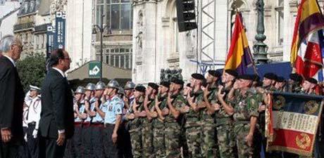 A Parigi omaggio alla bandiera  della Repubblica Spagnola
